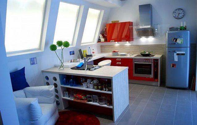 Você pode adicionar no balcão da sua cozinha um espaço para armazenar vinhos, para otimizar espaço