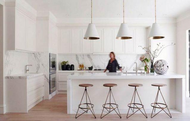 Neutro e sofisticado definem esta cozinha americana