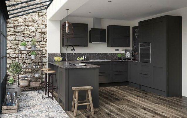 Cozinha americana planejada com varanda