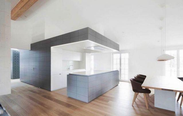 Uma cozinha americana totalmente branca para quem gosta de um decor monocromático