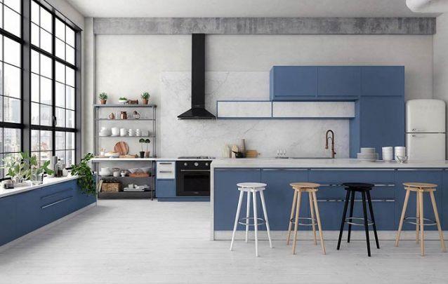 O azul é uma ótima opção para quem busca uma cozinha americana colorida