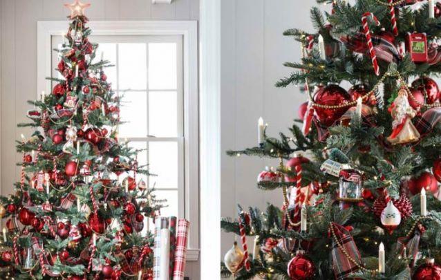 Uma decoração de natal tradicional em vermelho