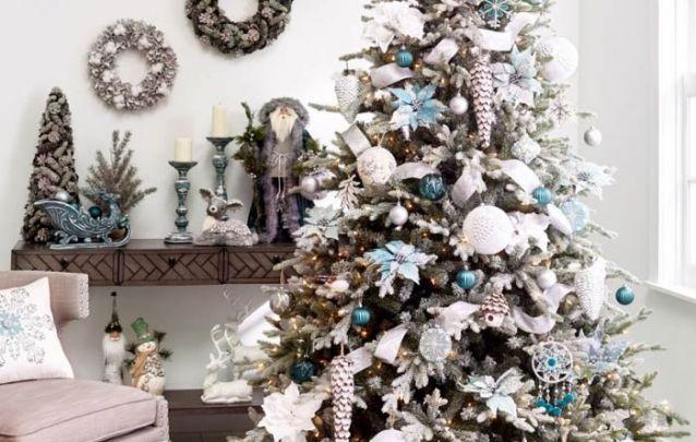 Branco, prata e azul, um trio refrescante para o seu pinheiro