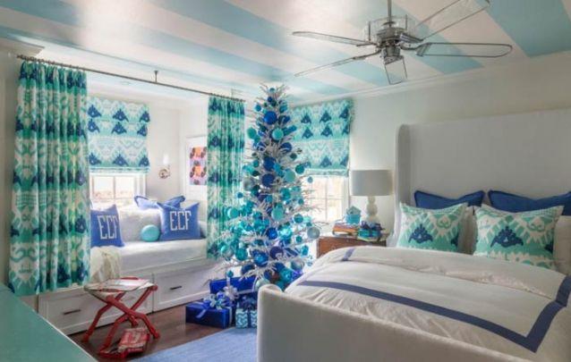 Um pinheiro azul para um quarto de litoral