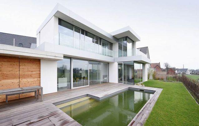 Guarda-corpo de vidro traz delicadeza ao design moderno