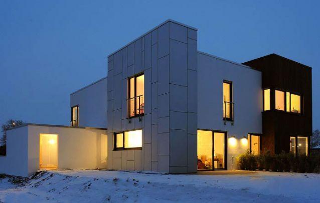 Uma opção entre casas modernas com dois andares