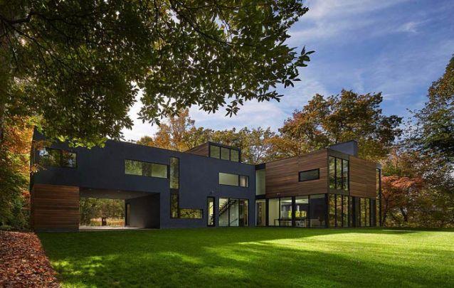"""Casa moderna grande com formato em """"L"""""""