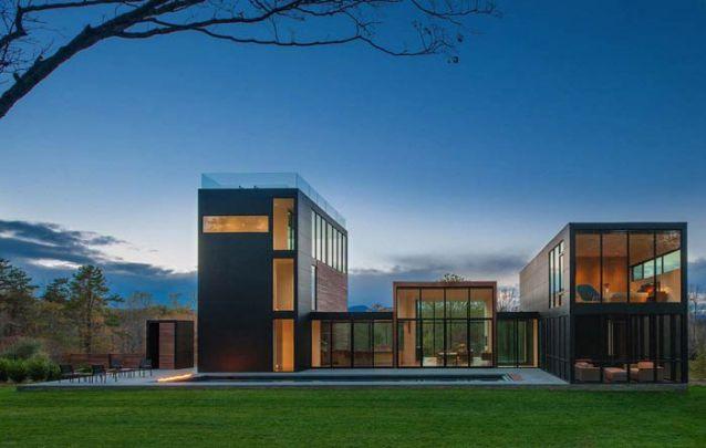 Planta de casa moderna ampla com grande quantidade de vidro