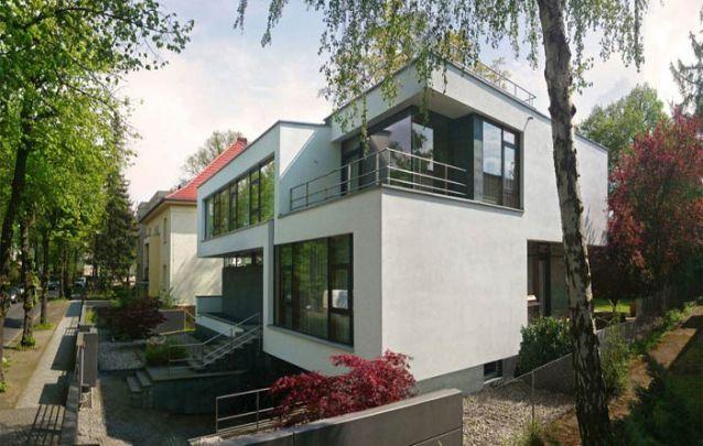 Casa moderna com planta em diferentes níveis