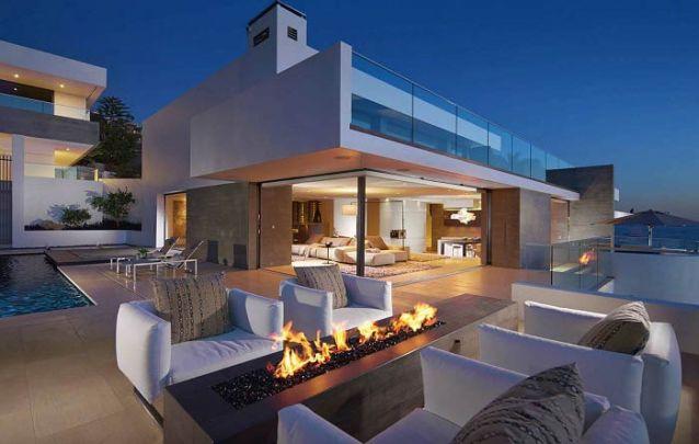Casa moderna com a opção de integrar o ambiente externo com o ambiente interno