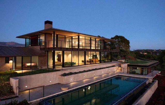 O vidro é um material muito valorizado nos projetos de casas modernas