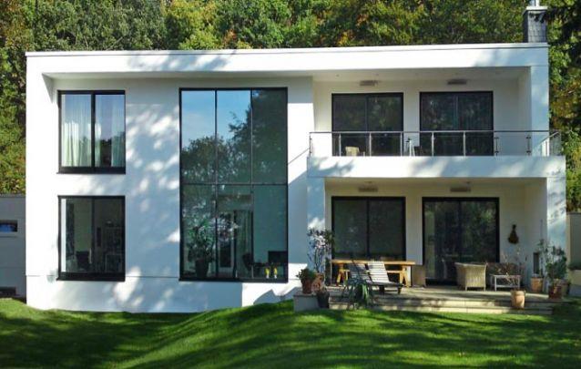Minimalismo está presente neste projeto de casa moderno