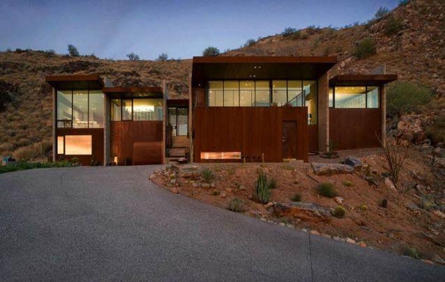 Madeira escura para uma casa moderna elegante