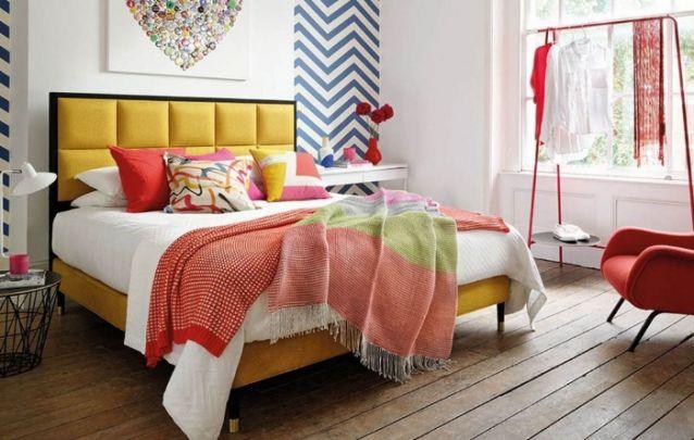 Uma decoração para quarto com toques coloridos para alegrar o ambiente