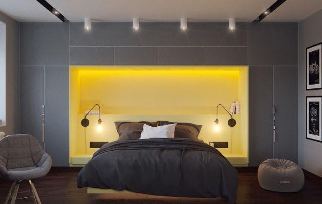 O nicho no armário atrás da cama com uma cor diferente, serve também como cabeceira