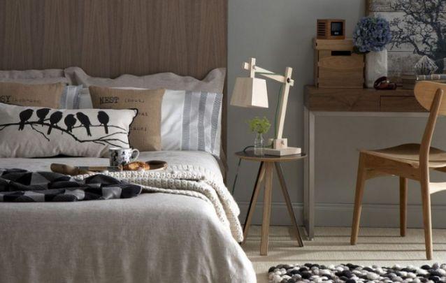 Peças de madeira e nuances de marrom trazem o estilo escandinavo para a decoração