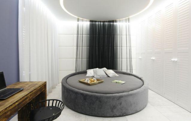 Que tal ousar e optar por uma cama redonda para trazer personalidade à decoração do seu quarto?
