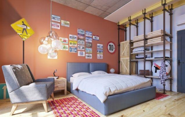 Aqui placas de carro e de trânsito criam uma decoração para quarto original interessante