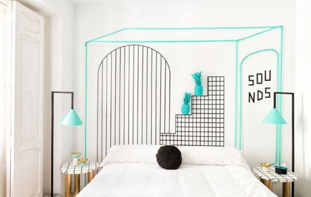 Decoração para quarto inusitada, feita a partir de fitas adesivas, trazem o estilo DIY à tona