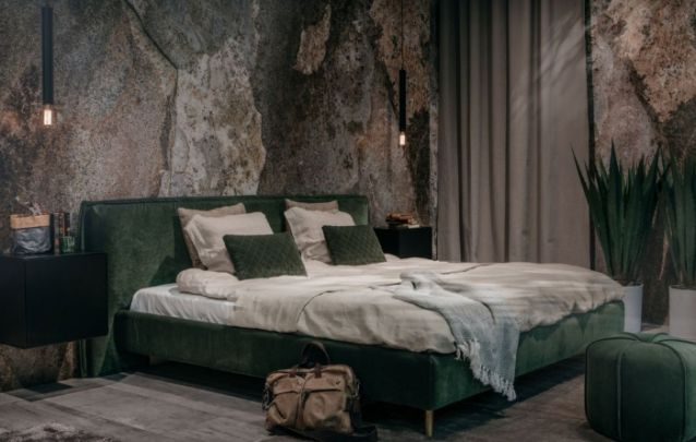 O veludo verde deixa o ambiente mais sóbrio e sofisticado