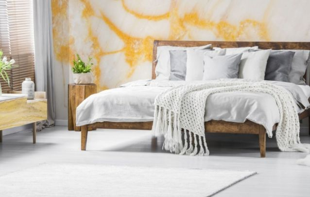 Móveis em madeira bruta deixam o decor rústico e elegante