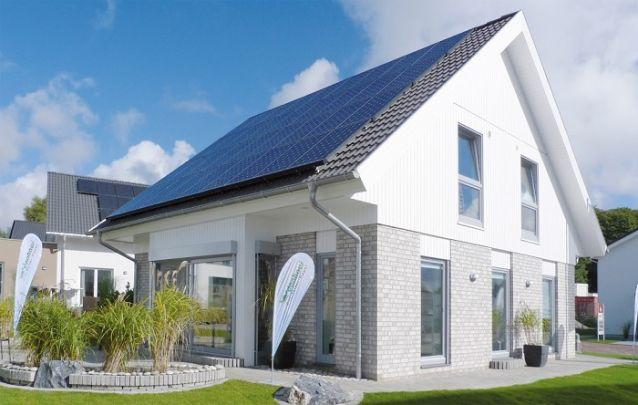Aposte em um sistema com painéis solares para economizar energia