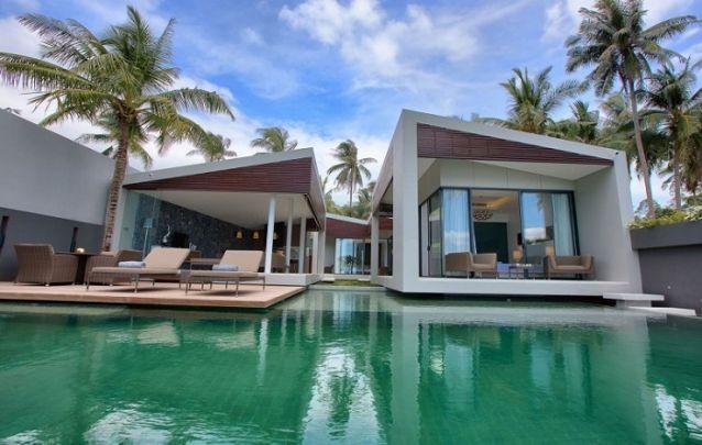 """Esta casa foi construída em formato de """"U"""" para um melhor aproveitamento do terreno"""