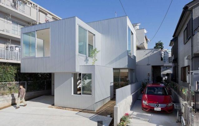 Para um terreno estreito, aposte em projetos de casas com diferentes níveis para ocupar melhor o espaço