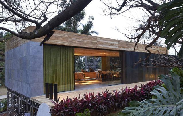 Madeira, concreto e vidro, uma combinação atual para projetos de casas