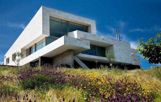 Modelo de casa moderna assimétrica