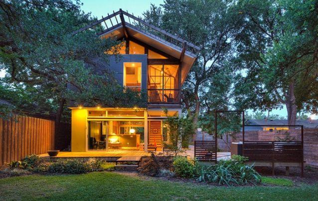 Um projeto de casa com dois andares simples e atraente