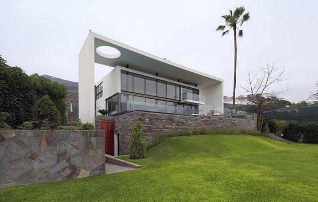 Projetos de casas com fachada moderna em alvenaria, com vidro e toques com revestimento em pedra