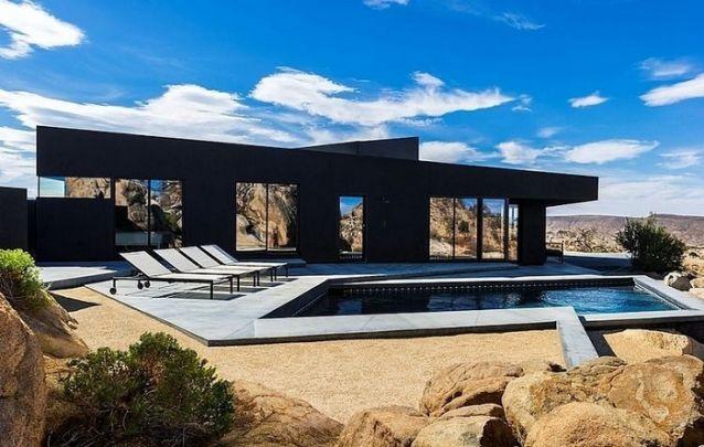 O preto deixa este projeto de casa ainda mais refinado