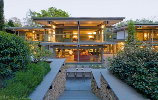 Projeto de casa ampla com um grande número de ambientes