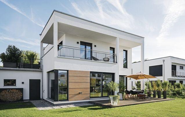 Modelo de casa de dois andares com design linear moderno