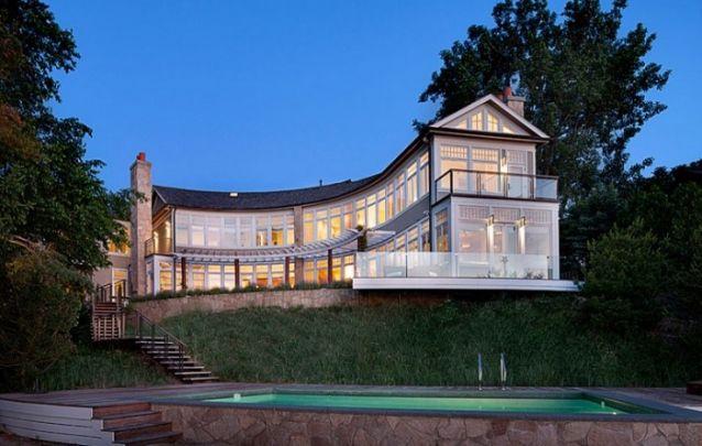 O formato semicircular desta casa é o grande destaque do projeto
