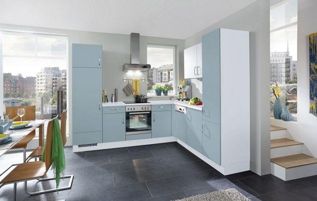 O azul suave deixa a cozinha planejada divertida, porém sem exageros