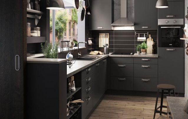 Uma cozinha planejada em L que caracteriza contemporaneidade e requinte