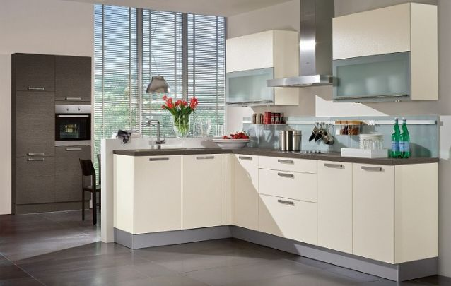 Delicada cozinha em L Off-White