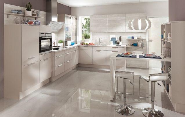 Cozinha em L funcional e elegante