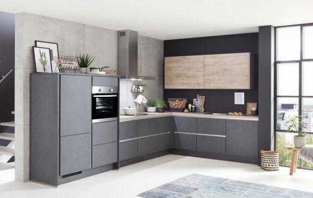 Parede de cimento queimado está em alta, inclusive nas cozinhas!