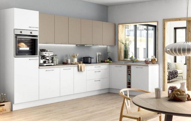 Já está cozinha planejada em L segue padrões clássicos nos armários