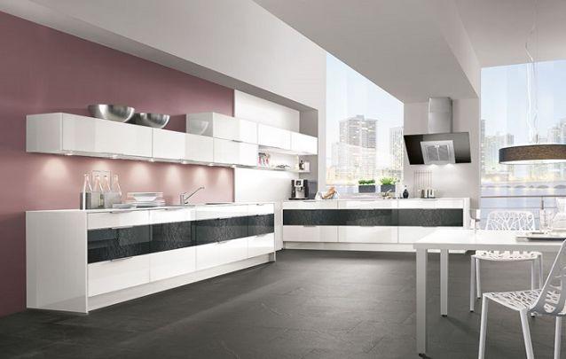 Uma linda cozinha em L rústica e azul