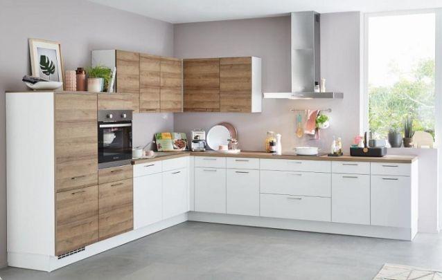Vale lembrar que quadros e livros são bem-vindos na decoração de cozinhas