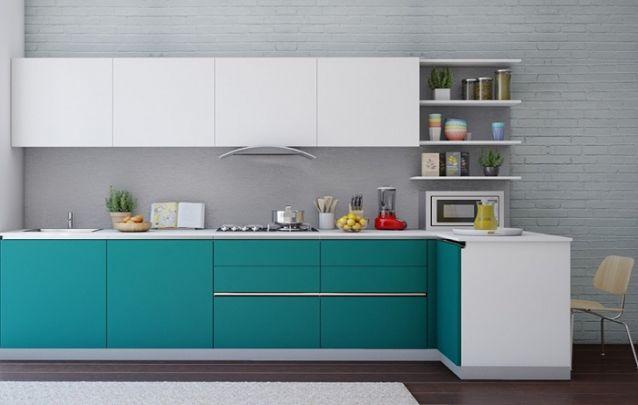 Que tal uma cozinha planejada em branco, cinza e turquesa?