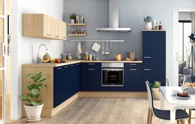 Azul marinho para uma cozinha planejada atual