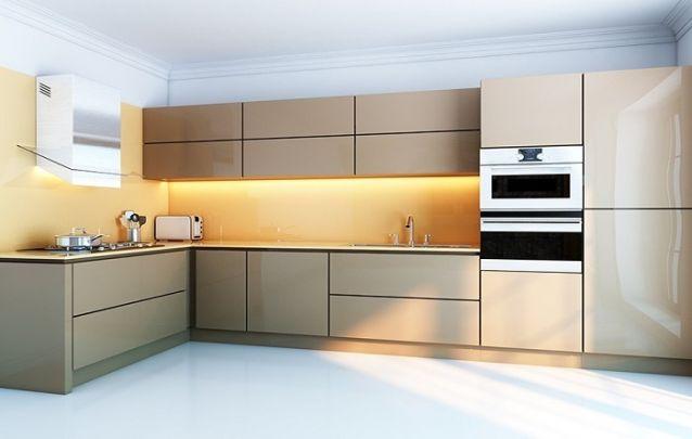 Tons terrosos foram a escolha para esta cozinha com layout em L