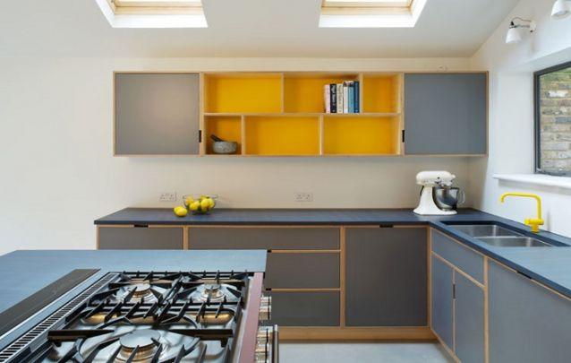 Cozinha cinza e amarela contemporânea