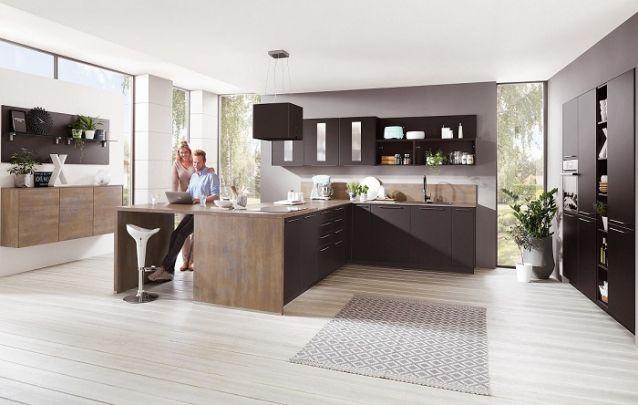 Preto e marrom, uma combinação clássica para as cozinhas planejadas