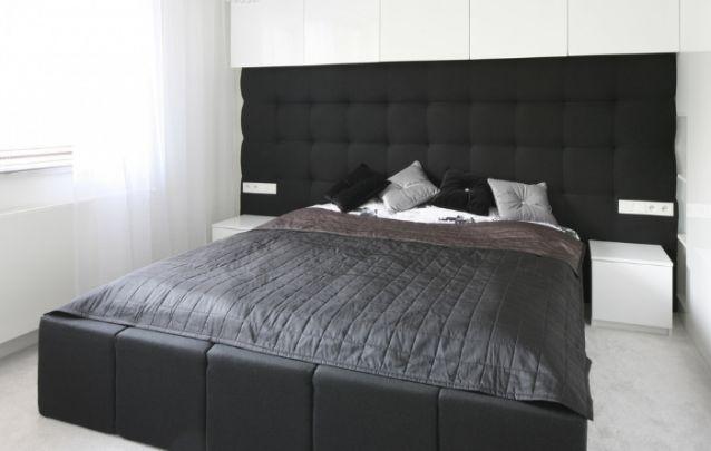 Mais uma opção de quarto pequeno elegante em branco e preto